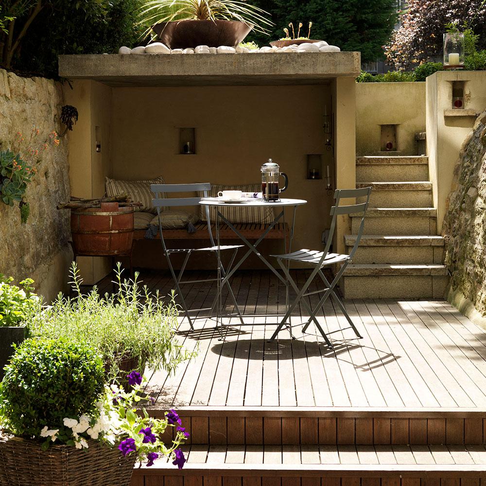 Decking da giardino su livelli divisi