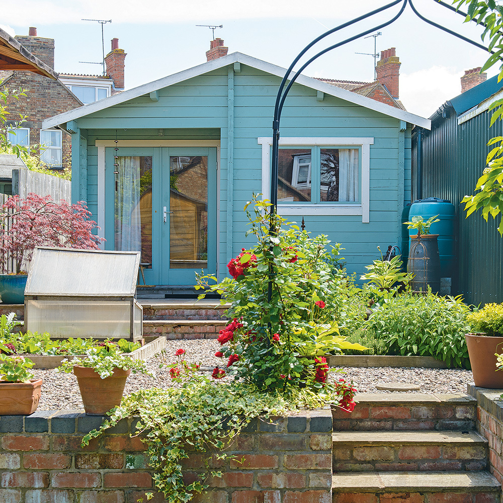 Idee in stile casa estiva dipinte di blu Colin-Poole
