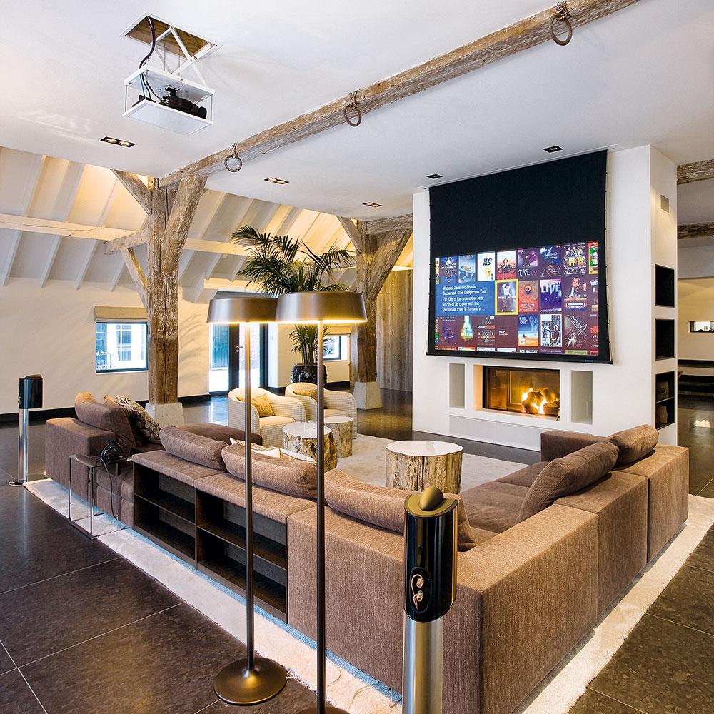 CEDIA-home-cinema-in-living-room-fienile-conversione-modi-to-travestimento-your-TV