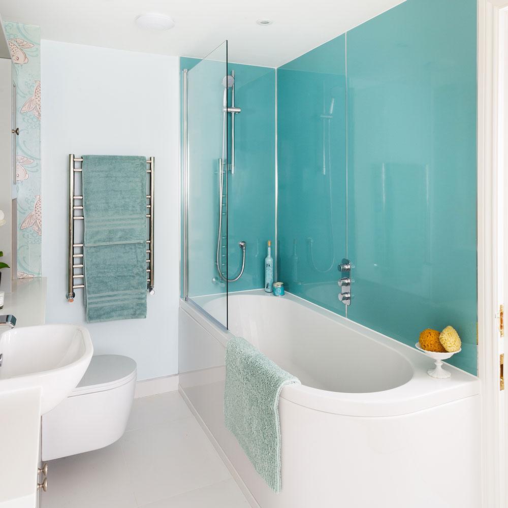 Rifacimento-bagno-classico-con-mobili-montati-Shaker-e-carta da parati-carpa-koi-3